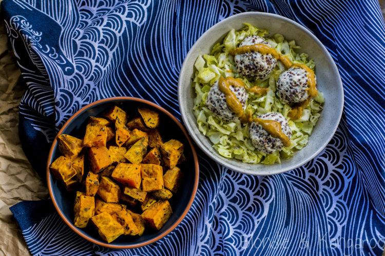 Drobiowe pulpeciki z komosą ryżową, podawane z pieczoną kapustą i batatami/Quinoa chicken meatballs with baked cabbage and sweet potatoes
