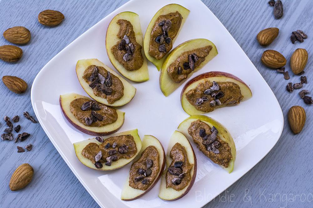 Migdałowo-czekoladowa przekąska zjabłkiem/