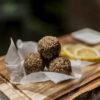 Refreshing lemon bliss balls/Orzeźwiające cytrynowe kulki mocy