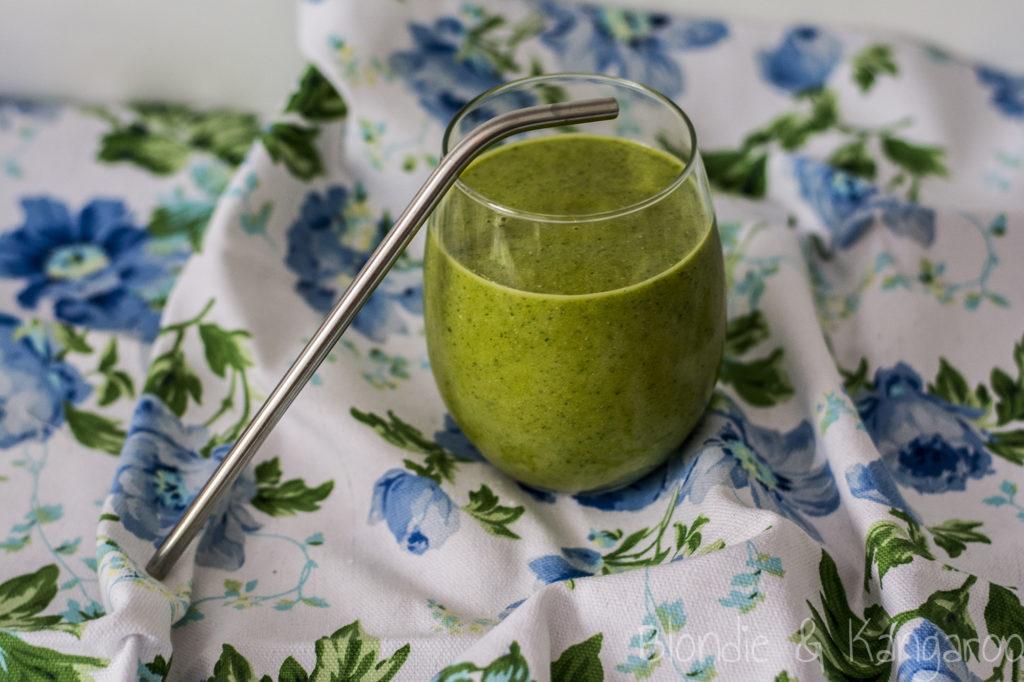 Koktajl zmango, warzywami ikurkumą/Mango veggies smoothie with turmeric