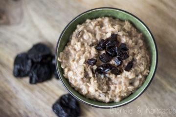 Owsianka czekoladowa ze śliwkami/ Chocolate plum porridge