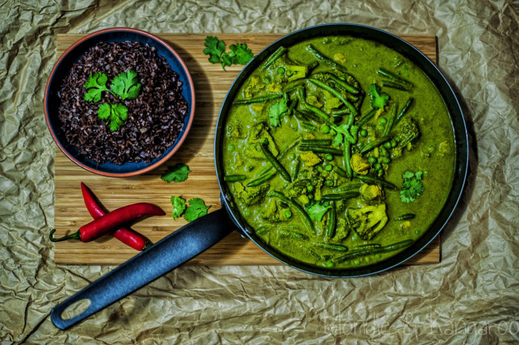 Zielone curry z kurczakiem i warzywami/Green curry with chicken and veggies