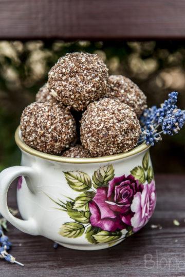 Czekoladowe kulki mocy/Chocolate bliss balls